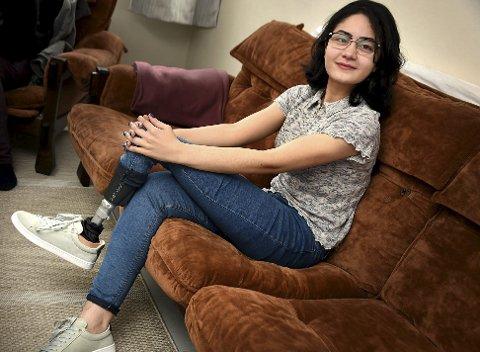 Sterk: Hibatalla Shahin er en tøff og sterk 17-åring som ikke lar protese sette noen hindringer for henne i hverdagen.