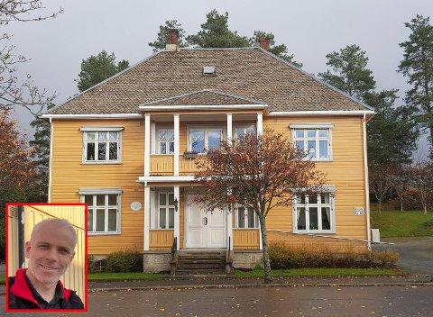 Til høsten skal taket på Braarudlia settes i stand. Bjørn Studsrud (innfelt) i Studsrud Eiendom AS synes det er flott at det gis statlig støtte til slike bevaringsprosjekter i Ørje sentrum.