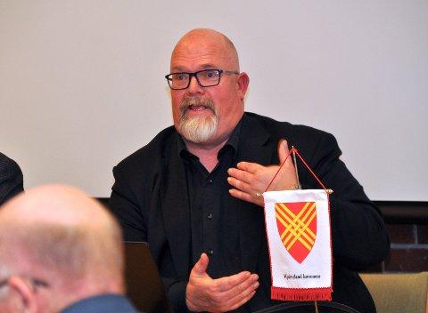 Rådmann Wictor Juul meinte Stavanger kommune kan få med seg sjøområde «så langt ein hest kan vassa» når dei tek over Ombo neste år.