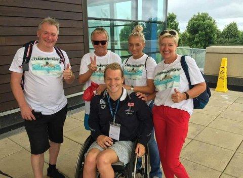 TEAM ANDREAS I DUBLIN: Andreas Bjørnstad får god støtte fra familie og venner under EM.