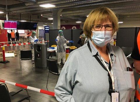 ARBEIDSJERN: Inger Amundsen er egentlig pensjonert sykepleier. Men i flere måneder har hun hatt ansvaret for testing både av Torp-passasjerer og Sandefjords innbyggere.
