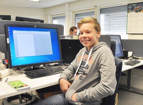 Arbeidskar: Haakon Landbakk fra Nordlandet ungdomsskole har arbeidsuke hos Tidens Krav. Det har gått i ett.