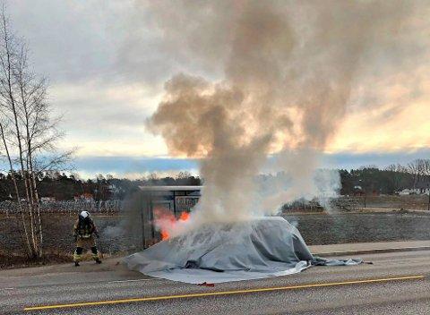 Brannvesenet brukte brannteppe for å slukke brannen