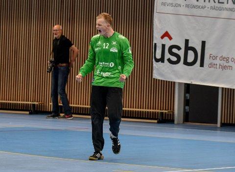 GLAD: Simon Vogensen Egtved jubler for en avgjørende redning. Til slutt kunne han og lagkameratene juble for seier også.
