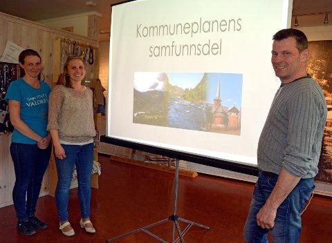 Det femte og siste grendemøtet om kommuneplanens samfunnsdel vart arrangert i Bagn i juni F.v. ser vi Oddrun Helen Brattrud, plan- og miljøkonsulent Aud Berit Anmarkrud og Svein Erik Wold.