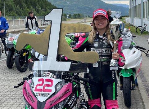 Desirée Sterner (19), fra Son, kjørte inn til ny banerekord på verdens nordligste, asfalterte, motorsportbane – Arctic Circle Raceway i Mo I Rana i helgen.