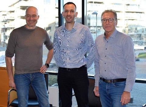 GOD UTVIKLING: Daglig leder Ilya Mario Savva (i midten), styreleder og medeier Terje Andersen (t.h.) og medgründer og medeier Jon Siljudalen (t.v.) kan konstatere at Biowater Technology har skutt ny fart ut av koronaperioden.