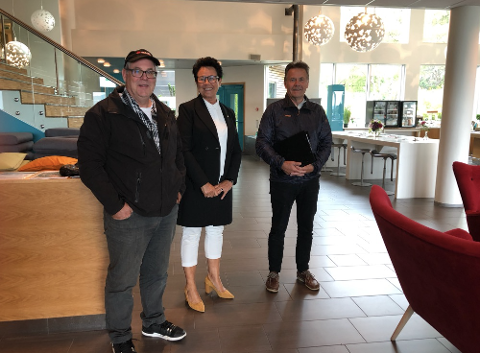 GODT FORNØYD: Ole Tom Eftestøl (til venstre) stortingsrepresentant Ingunn Foss (H) og Olav Fjotland er godt fornøyd med vedtaket i departementet.