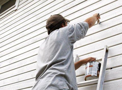 Maler hvitt, jobber svart:   Innen bygg og anlegg sliter man med svart arbeid. Det samme skjer i mange andre bransjer. ILLUSTRASJONSFOTO: MAGNE TURØY