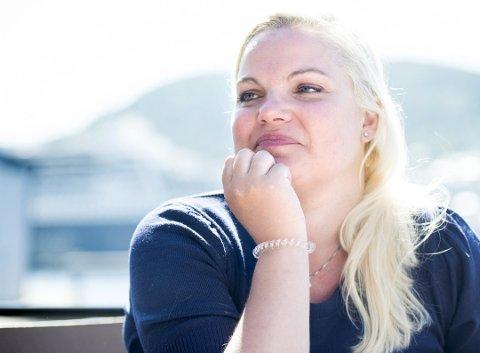 ÅPENHJERTIG: Silje Hjemdal mener hun har hentet styrke i all motgangen hun har opplevd. Da hun var 16 mistet hun moren i kreft. For fem år siden mistet hun lillebroren. Men livet går videre, og Silje er på vei til Stortinget. FOTO: SKJALG EKELAND