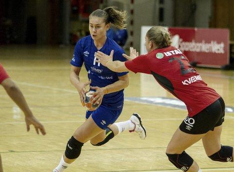 SKADEFRI: Kjerstin Boge Solås (20) var en svært viktig spiller i forsvaret til Tertnes i seieren mot Molde. Selv om hun for det meste ble brukt i forsvar prøvde hun seg også litt fremover.  – Jeg syntes det gikk bra i forsvar, men jeg ble kanskje litt overivrig fremover, sier hun. FOTO: BERNT-ERIK HAALAND