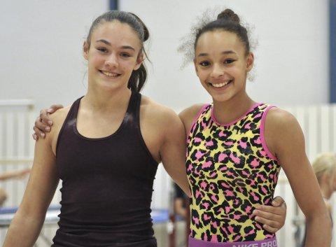 Sara Davidsen (16, t.v.) og Julie Dicko Erichsen (17) tilbringer minst 25 timer i uken i turnhallen på Sletten. Turnforbundet har satt seg som mål å sende minst en kvinnelig turner til OL i 2020. Både Sara og Julie drømmer om at det skal bli dem.