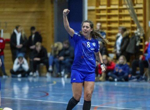 Linn Gossé var kampens gigant og kampens toppscorer med 13 mål. – Kan ikke klage over å ha slike spillere på laget, sier trener Eirik Nydegger. – Jeg tror ikke jeg har vært så sliten på tre år, smilte den storfornøyde 32-åringen etter kampen.FOTO: BERNT-ERIK HAALAND
