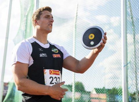 Sven Martin Skagestad, her under NM i år, har hatt Einar Kristian Tveitå  som trener siden 2014.. Men etter tre svake sesonger er det nå slutt.