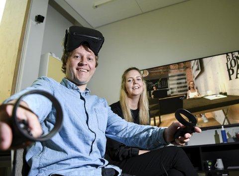 Håkon Garfors, innovatør ved Helse Vest IKT, og Guri Holgersen, behandler ved klinikk psykisk helsevern for barn og unge, er blant dem som står for utviklingen av den VR-assisterte behandlingen. Dette skal etterplanen tas i bruk denne høsten.