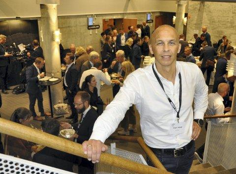 BO I VEST: Torgeir Hågøy arrangerer BoiBergen-konferansen i tett samarbeid med Medvind Eventbyrå Vest. Her er han avbildet under da konferansedeltakerne lunsjet. FOTO: DAG BJØRNDAL