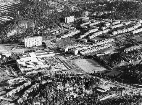 Først mot midten av 1960-årene kom byggingen i gang for alvor i Fyllingsdalen, men da gikk det også radig. Bydelssenteret Oasen åpnet sitt første byggetrinn i 1971.