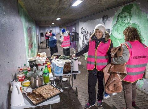 Snart blir det forbudt å bruke gangtunnelen som oppholdssted. Kveldsvakten og de andre to organisasjonene som deler ut mat og klær får heller ikke være der mer.