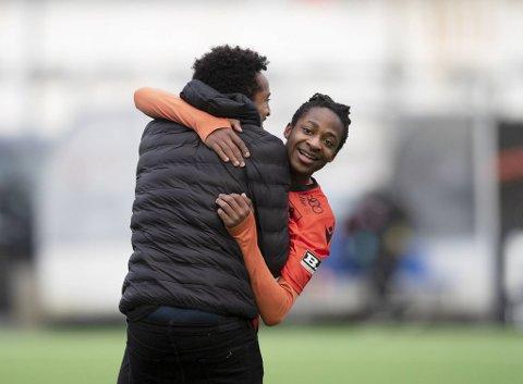 Joel Mvuka har forlenget kontrakten med Åsane.
