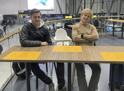 Henrik Udahl (t.v) og Didrik Fredriksen (t.h) var bare innom Bergen for å hente koffertene.