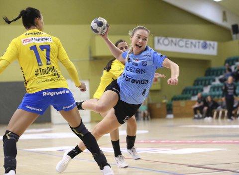 Thea Stankiewicz i aksjon i 22-26-tapet mot Nykøbing, Aarhus' femte tap. Foto: Erik Laursen