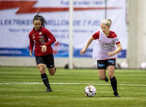 Arna-Bjørnar skulle egentlig spille treningskamp mot Klepp denne helgen, men måtte i stedet ta til takke med vanlig trening. Hele den planlagte sesongstarten kan bli utsatt for Thea Bjelde (hvit vest) og lagvenninnene.