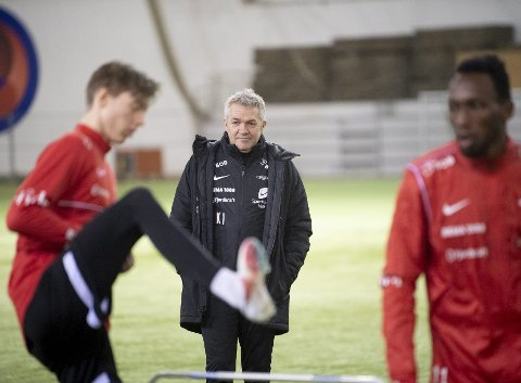 Brann-trener Kåre Ingebrigtsen sa etter Molde-kampen torsdag at «nå skal vi for alvor begynne å terpe offensiv samhandling». Men denne uken blir det ingen fellesøkter, hvis da ikke myndighetene gir unntak. Det spørs... Foto: Arne Ristesund
