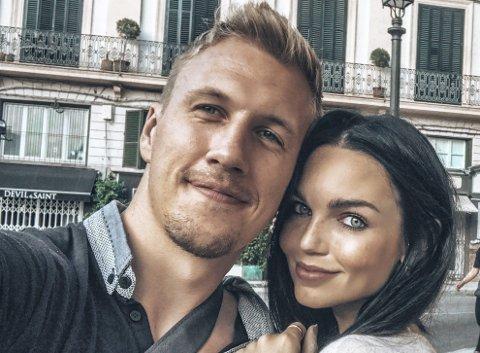 Nikolas Skouen takket nei til mer spill i utlandet. Til sommeren skal han gifte seg med kjæresten Henriette Wilhelmine Arnevig. Her er de to i Spania.