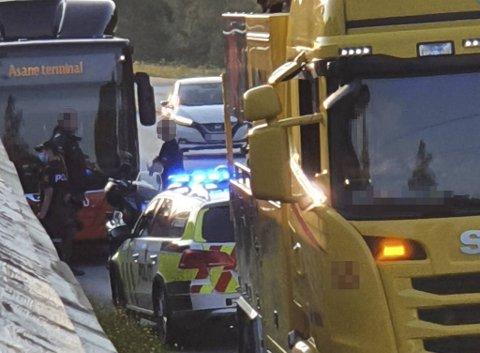 En lastebilsjåfør og andre forbipasserende fikk kontroll på den berusede mannen.
