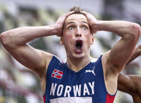 Her har Karsten Warholm akkurat vunnet OL-gull og satt ny verdensrekord på 400 meter hekk. På en god dag løper han verdensklasse også på 400 flatt, og Norge vurderer nå et stafettlag på 4x400 meter i EM.