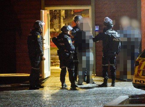 PÅGREPET: Her ble mannen pågrepet etter at han skal ha skadet en annen mann i halsen med en øks. Hendelsen skjedde i Hokksund 13. desember i fjor.