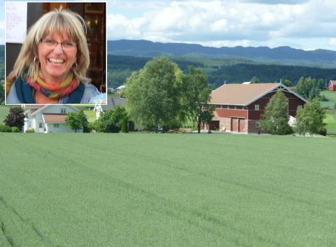 LEIER UT: Jøran Tone Gjerde får snart besøk på gården sin i Vestfossen. Hun har lyst til å vise hva Øvre Eiker har å by på.
