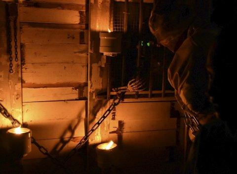 En levende mumie: Noen smakebiter ble det da bydd frem til de som bare ble stående måpende igjen utenfor også... foto: gro arneberg thoresen