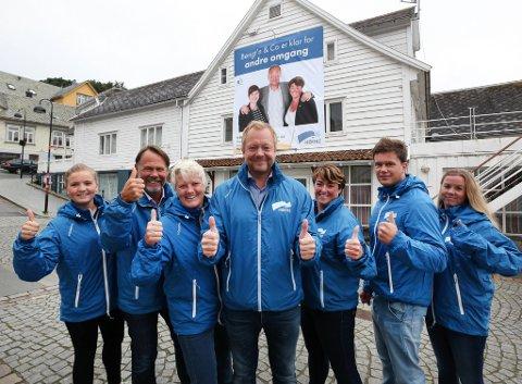 Flora Høgre under valkampopninga i 2015: Amalie Dypevik Olsen, Bjørn Hollevik; Trine Hovland, ordfører Bengt Solheim-Olsen, Arlene Vågene, Frank Robert Klakegg og Line Sundal.