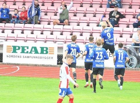 DRAUMESTART: Jonatan Braut Brunes fiksa ein draumestart, men det var ikkje nok. Florø tapte kampen til slutt.