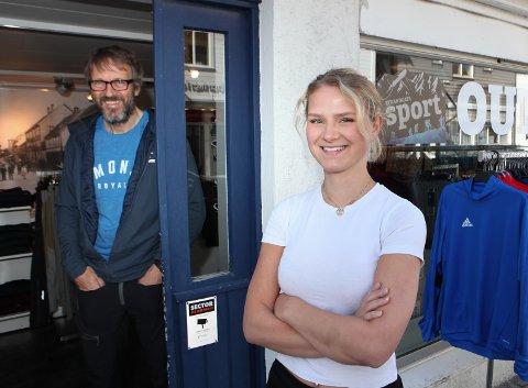 UTSAL: Fride Dyrli har  ansvaret for sommarbutikken i Ytre-Strandgata.