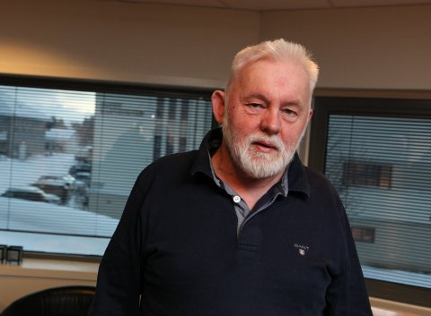 HAR OVERSIKT: Jan Helge Dale, kommuneoverlege i Kinn, seier dei har oversikt på situasjonen etter at tre smittetilfelle har dukka opp i Måløy. No oppmodar han folk til å ha låg terskel for å teste seg.