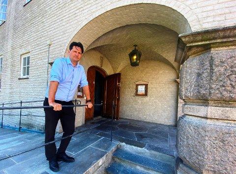 ADVOKATVAKTEN: Advokat Torgeir Røinås Pedersen administrerer Advokatvakten i Fredrikstad, som er et tilbud  om gratis konsultasjon med advokat i 15 minutter.