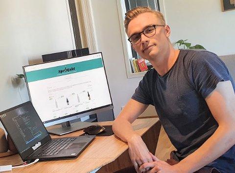 FORNØYD: Mats Løvstrand Berntsen fra Fredrikstad er fornøyd med trafikken på siden. Han mener selv at han holder seg innenfor regelverket!
