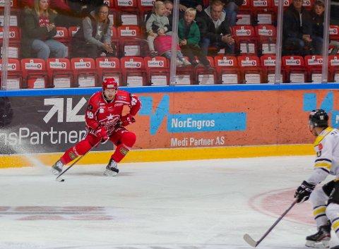 Her faller avgjørelsen i Stjernehallen. Artti Niskakangas klinker pucken i krysset.