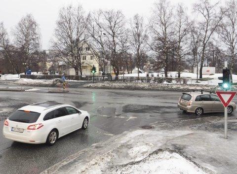 Planlagt rundkjøring: En planlagt rundkjøring vil ta areal fra Bromsgård-parken. Dette er blant det LKAB har klaget på. Selskapet mener at et T-kryss som i dag bør være en fullgod løsning også i fremtiden.Foto: Terje Næsje