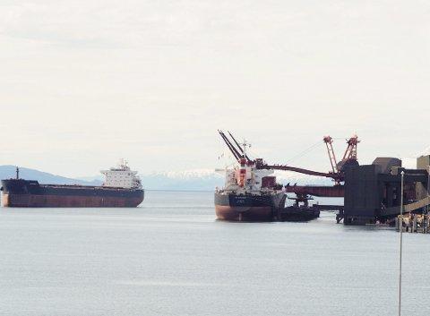 Passerte 20 millionertonn: Ikke siden 1979 har LKAB skipet mer malm ut over Narvikenn det som ble resulatet for 2016. Totalt leverte LKAB 27 millioner tonn hjernmalm og pellets i fjor, og rundt tre fjerdedeler av dette ble sendt via malmhabnai Narvik.Foto: Terje Næsje