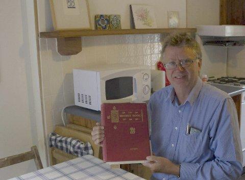 The Moodie book: – Dette er et verdifullt eksemplar av boken «The Moddie book». Jeg fikk låne det under hole oppholdet på Orkenøynene, forteller Jan Ragnar Nymoen. I høst ga han ut sin andre bok, Testamentet, hvor handlingen er basert på virkelige hendelser på Orknøyene. Privat foto