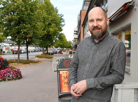 Ny butikksjef: Modølen Kai Ubillus Amundsen har endelig oppfylt ønsket om å jobbe på hjemplassen Moelv.