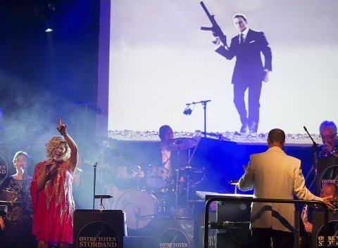 AVLYST: Østre Toten Storband og Ingvild Nagell-Dahl inviterte til Bond-kveld i Fjellhaven forrige fredag. 9.oktober skulle ensemblet holde samme konserten i Hadeland kultursal. Denne er nå avlyst.