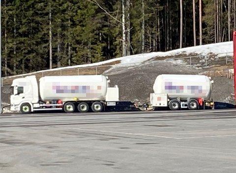 FARLIG GODS: Dette vogntoget ble stoppet av Statens vegvesen tirsdag.