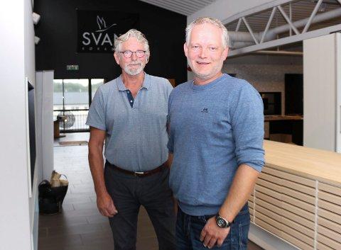 Nesten 50 års kjøkkenerfaring til sammen:  Odd Inge Friestad og faren Thor Olaf Friestad har bygget opp Friestad kjøkken & interiør, først på Åkra , så på Bygnes.