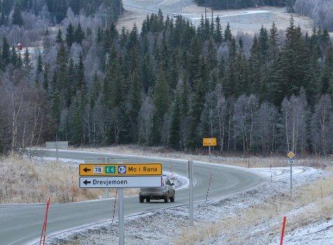 GRANITTBRUDD: Kolbjørn Nilsskog AS har regulert et granittbrudd ikke så langt fra Drevja kirke (øverst i bildet) i Drevjadalføret.
