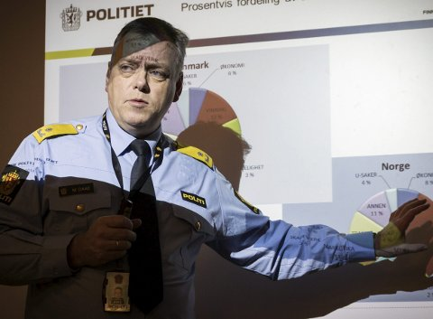 OPPOVER: Stadig flere bedragerisaker havner på politiets bord. En fersk sak i Finnmark omhandler identitetstyveri og opptak av store lån i ektefellens navn. Her er påtaleleder Morten Daae avbildet under en tidligere gjennomgang av straffesaker.