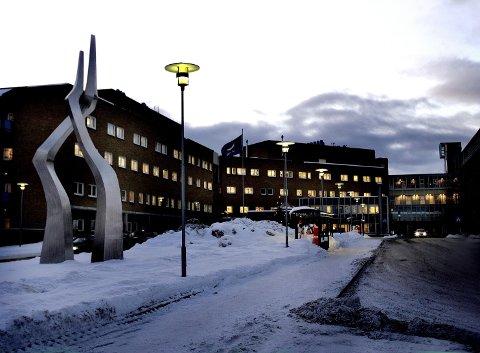 DÅRLIGERE HJELP VED HJERTEINFARKT: Hvis et nytt tilbud for hjerteinfarktpasienter opprettes i Bodø, kan konkurrere med UNN i Tromsø (avbildet) om ressurser. Det er frykten til både fylkespolitikerne i Troms og fylkesordføreren i Finnmark. Foto: Torgrim Rath Olsen